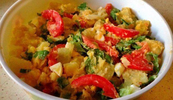 salata-calda-de-cartofi