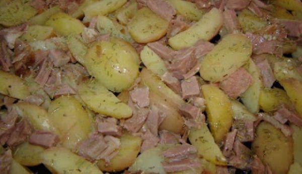 cartofi-noi-cu-sunca-la-cuptor