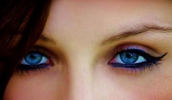 ochii albastri