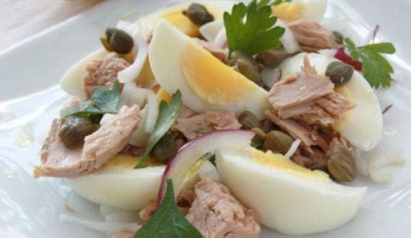 salata-de-ton-oua-si-ceapa