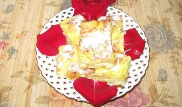 placinta-creata-cu-branza-dulce-si-stafide