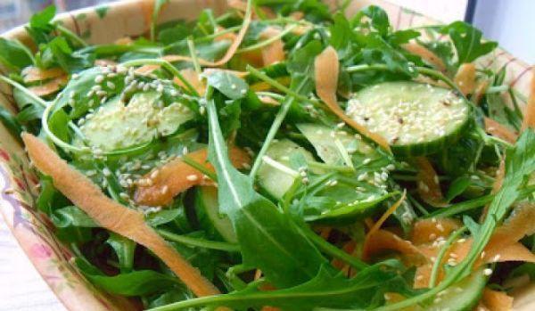 salata-cu-rucola-castraveti-si-morcov
