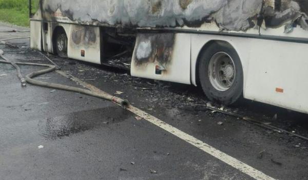 Autobuz-distrus-de-un-incendiu