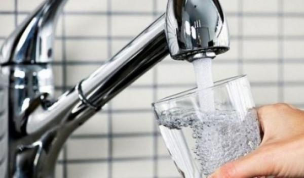 Apa la robinet
