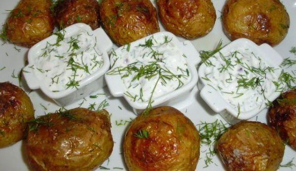 cartofi-copti-cu-sos-de-iaurt