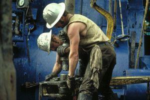 muncitori-platforma-petroliera