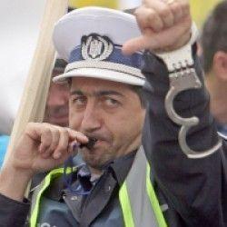 Guvernul afară din poliţişti