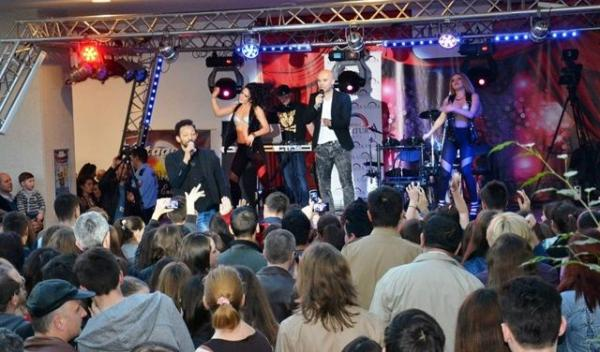 Alb Negru - Concert aniversar Uvertura Mall Botosani 1