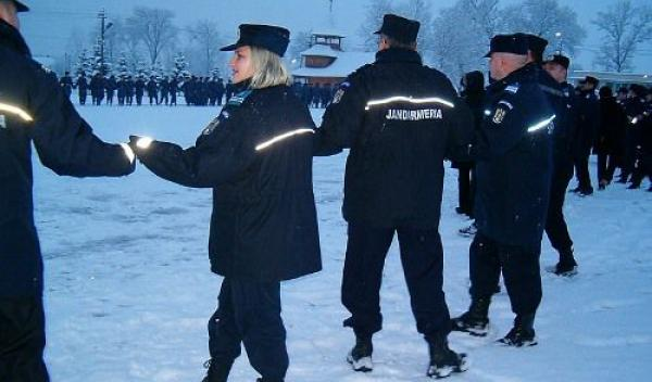 Jandarmii alături de cetățeni și oficialități de Ziua Unirii Principatelor Române